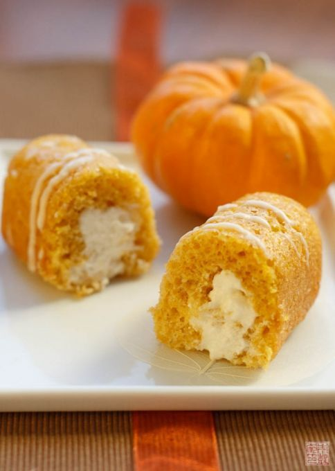 Pumpkin Twinkies For Halloween - looks pretty tasty, and without all of the preservatives that are usually crammed into snack cakes.