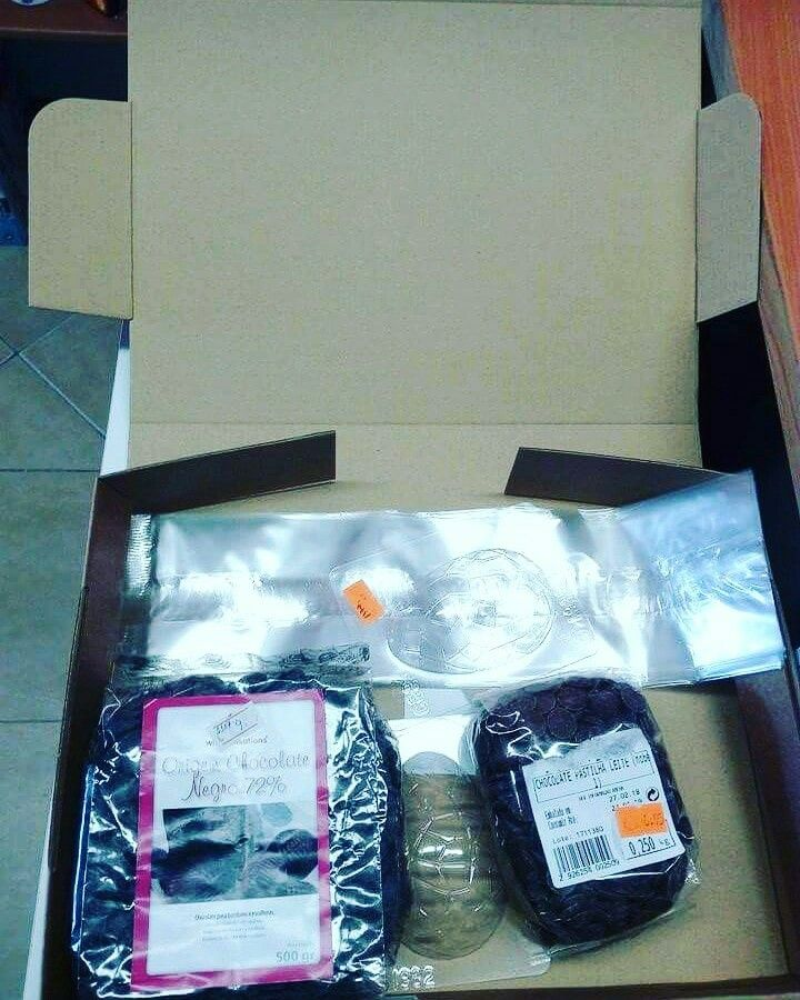 Aí vai mais uma encomenda para uma cliente através do correios... Faça já o seu pedido na sua loja online AQUI: WWW.CAKESAKADEMIAMAIS.COM