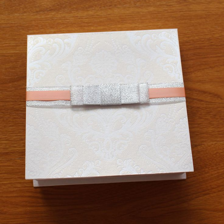 box wedding invitations online%0A Luxury Box Wedding Invitation With Pattern and Rose Petals Decorations