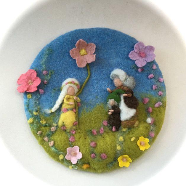 Jahreszeitentisch - Filz-Wandbild Mutter Erde.Gefilzt.Wollbild - ein Designerstück von Filz-Art bei DaWanda