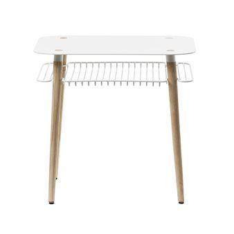 Dieser Retro-inspirierte Beistelltisch von Maze aus Schweden hat unter der Tischplatte einen praktischen Raster aus Metall, der als zusätzliche Ablagefläche dient. Wählen Sie zwischen den verschiedenen Farbtönen!