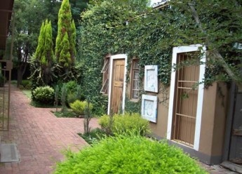 Lovely self-catering garden cottage in Bronkhorstspruit in Gauteng just 20kms from the Mpumulanga Border. Close to shops and good restaurants.