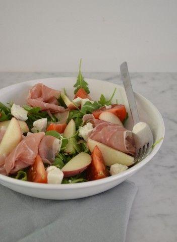 Salade met wilde perzik en geitenkaas - ipv perzikken appels gebruiken!