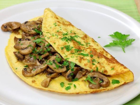 Diät-Rezept: Wir zeigen euch wie ihr ein kalorienarmes Omelette mit Pilzen zubereiten könnt!
