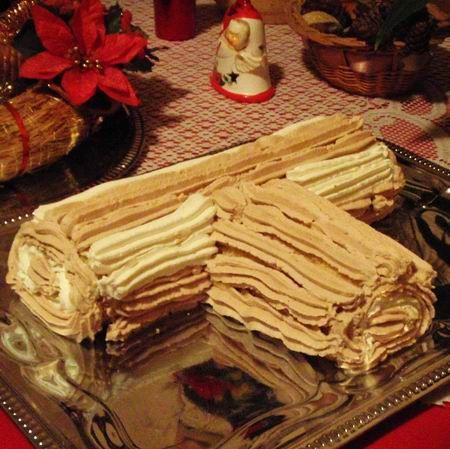 Egy finom Csokikrémes piskótatekercs (fatörzs) ebédre vagy vacsorára? Csokikrémes piskótatekercs (fatörzs) Receptek a Mindmegette.hu Recept gyűjteményében!