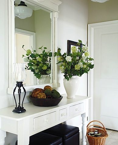Simple table with drawers is perfect for catching keys and other misc items in the entryway.  styleathome-entryway