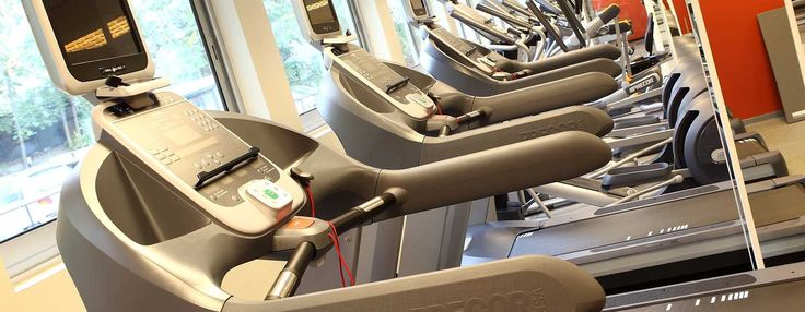 Faceţi sport la centrul de fitness de la Athenee Palace Hilton Bucharest. Cu diverse echipamente