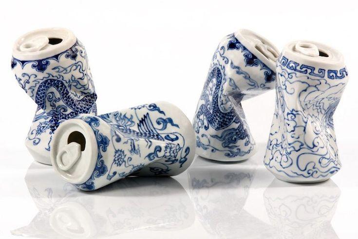 Lei Xue est un artiste chinois touche-à-tout: peinture, photographie, vidéo et sculpture. Il aime explorer les relations entre tradition passée et modernité dans son travail.  Une série qui illustre bien cet intérêt est « Drinking Tea », une collection créative et comique de sculptures représentant des canettes en porcelaine. Chaque pièce a été conçue par Lei Xue pour ressembler à une canette vide écrasée puis jetée au sol. Fabriquées en porcelaine blanche et ornées de motifs peints en…