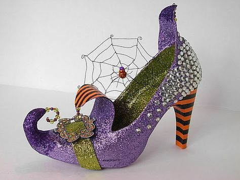 Seeing Things: Glitz and Glam Altered Witch Shoe. Aren't these amazing!!! http://lifeartcollide.blogspot.ca/2012/09/glitz-and-glam-altered-witch-shoe.html#