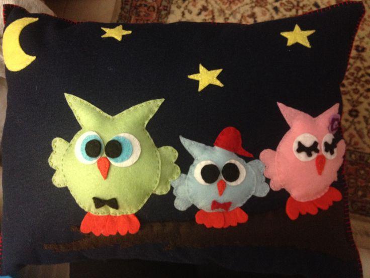 Baykuş ailesi keçe yastık.. Felt owl family