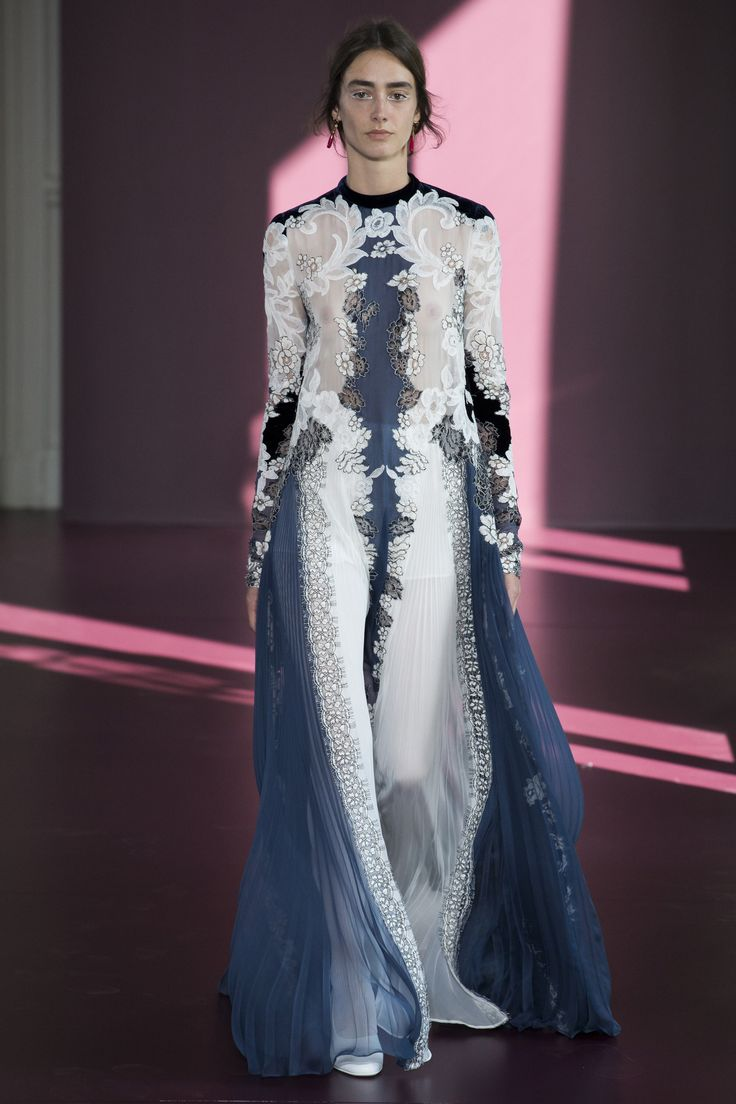 Valentino Fall 2017 Couture Fashion Show Collection