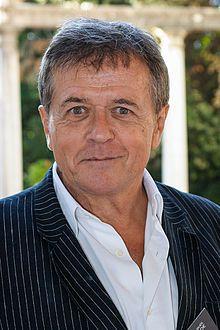 """Patrice Chéreau (Lézigné, 2 novembre 1944 – Parigi, 7 ottobre 2013) è uno sceneggiatore e attore francese che ha interpretato Napoleone nel film """"Adieu Napoléon"""" nel 1985"""