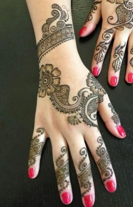 :: Simple Henna Mehndi Designs :: I've especially saved this because of the unusual diagonal orientation!