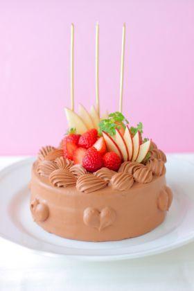「バースデーチョコレートケーキ」あいりおー | お菓子・パンのレシピや作り方【corecle*コレクル】