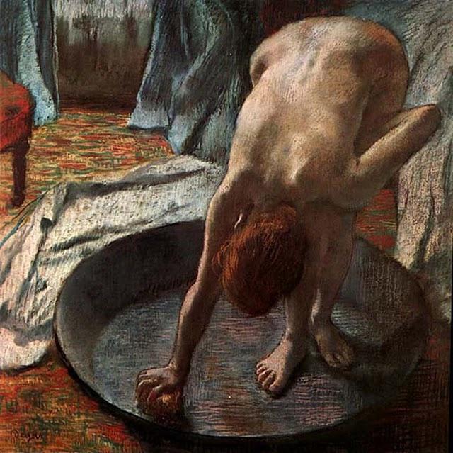 < 드가 '욕조 안의 여인' (1886년경), 유화, 70 x 70cm > 드가는 수많은 여성 누드화를 그렸는데 이 작품은 그 중 한 작품이다. 여러 작품에서 공통적으로 드러나는 특징은 누드의 여인들이 하나같이 마치 열쇠 구멍으로 몰래 들여다본 것처럼 방심의 상태를 취하고 있다는 것이다. 그래서 그 모습은 전혀 매력적이지 않으며 오히려 남들 앞에서는 절대 하지 않았을 포즈를 취하고 있다. 이것은 이제까지 여성들의 누드를 아름답고 완벽한 구도와 신체를 이상화시킨 것과 전혀 다르다고 할 수 있다.
