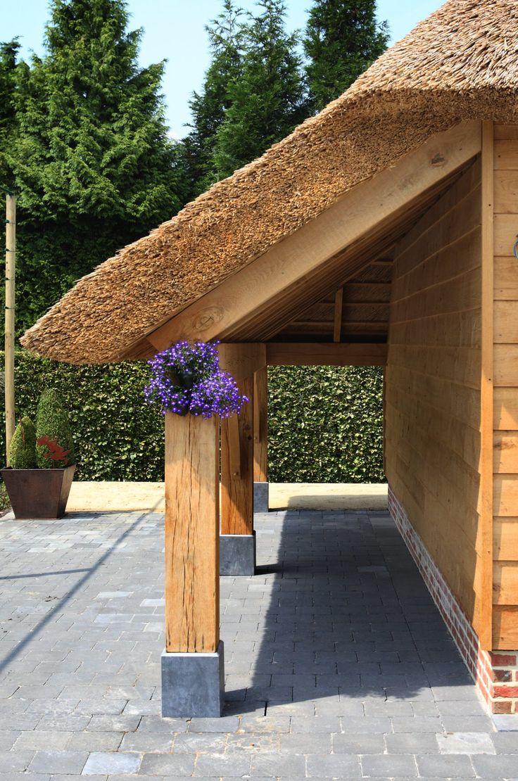 't Landhuys Exclusieve houten bijgebouwen - Eikenhouten carport met rieten dakbedekking - Hoog ■ Exclusieve woon- en tuin inspiratie.