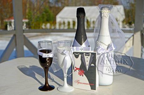 Оформление бокалов для шампанского будущих новобрачных