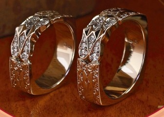 "Wedding ring ""Tulipán""  Source: http://www.magyarmenyegzo.hu/"