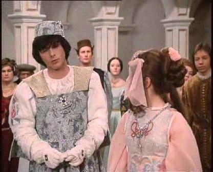 Tři oříšky pro Popelku - the ballgown and the hairstyle