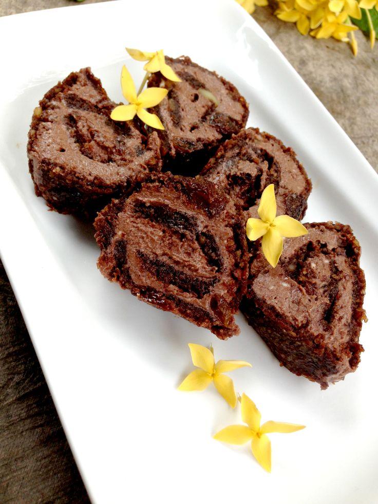 Chocolate cinnamon raisin scroll. One of the recipes from All you Need Is Chocolate. #rawfood #vegan #glutenfree #sugarfree #dairyfree #chocolate