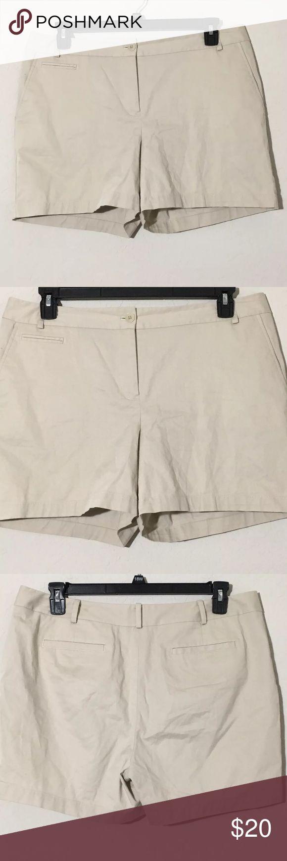 """Women's Talbots Beige Chino Shorts Sz 14 Women's Talbots beige chino shorts Sz 14 Measurements 18"""" waist laying flat, 4.5"""" inseam, 14.5"""" waist to hem. Excellent condition no flaws Talbots Shorts"""