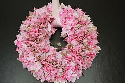 fabric punch wreath: Valentines Crafts, Pretty Pink, Valentines Day Wreaths, Christmas Fabrics, Valentines Wreaths, Scrap Fabric, Valentines Day Crafts, Fabrics Wreaths, Holidays Wreaths