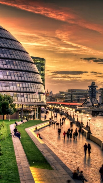 River Thames is the longest river in England and the second longest in the UK, behind the River Severn