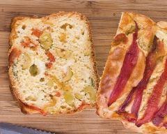 Cake tigré aux trois poivrons : http://www.cuisineaz.com/recettes/cake-tigre-aux-trois-poivrons-49350.aspx