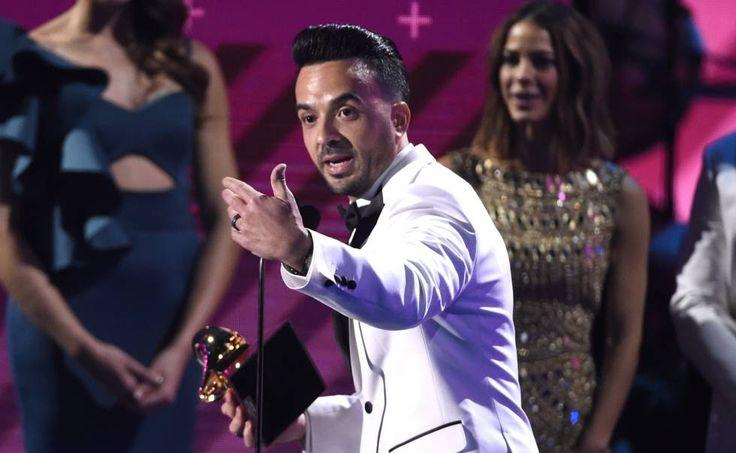 Despacito es el producto del año de la música latina. Una vez resuelto esto, la 18 edición de los Grammy Latinos, celebrada este jueves en Las Vegas, fue un interesante contraste de dos versiones de Puerto Rico, de la música latina y hasta de la cultura en general. El megaéxito bailable de Luis Fonsi logró un total de cuatro grammys, incluido canción del año. René Pérez, Residente, el más nominado de la noche, se fue con dos grammys dentro de la categoría de música urbana por su primer disco…