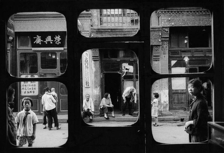 Beijing 1965-Fenetres Liulichang Pekin © Marc Riboud