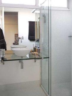 Bancada de vidro: Turquoise Glass, Banheiro Pequeno, Pequeno Banheiro, Pia Banheiro, For Bathroom, Banheiro Enorm, Ideia Reforma, Of Vidro, Ideia Para