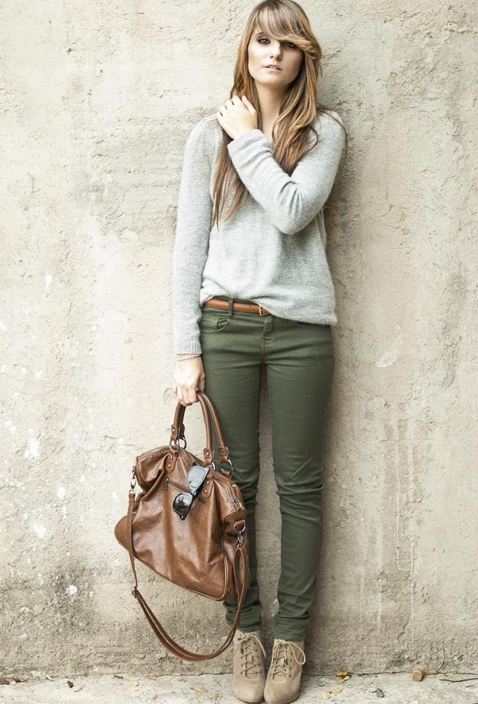 I am loving kaki green pants lately. I haven't found any maternity ones yet. :(