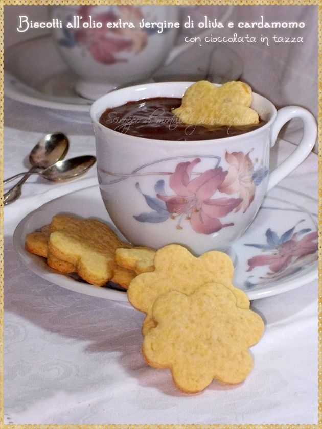 Biscotti all'olio extra vergine di oliva e cardamomo con cioccolata in tazza (Biscuits with extra virgin olive oil and cardamom with hot chocolate)