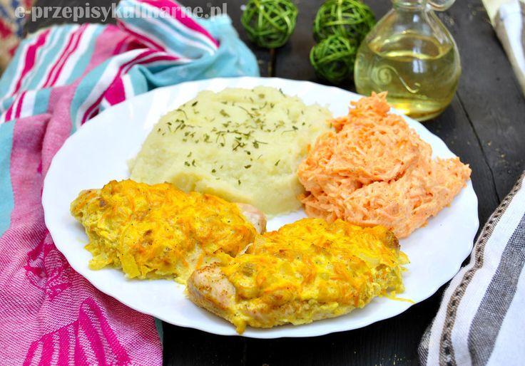 Piersi z kurczaka pod marchewkową pierzynką i puree z kalafiora (411 kcal) | Przepisy Kulinarne