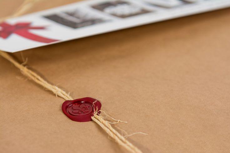 Alfabetfoto package seal - fleur-de-lis