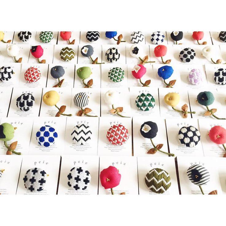 BROOCHたくさん出来上がりました。 9/17-19 OSAKAアート&ハンドメイドバザール に参加するので持って行きます。 ・ ・ ・ #てづバ#ブローチ#刺繍#peie#こぎん刺し