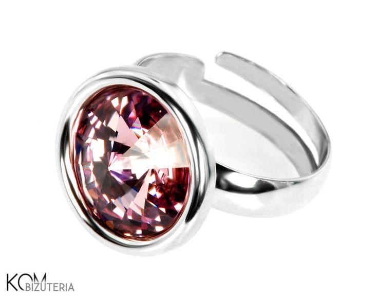 Altrosa - Silber Swarovski Rivoli Ring von KOM Bizuteria auf DaWanda.com. Spektakuläre, auffälligen Silberring mit schimmernden dunklen rosa Swarovski Rivoli Kristall.