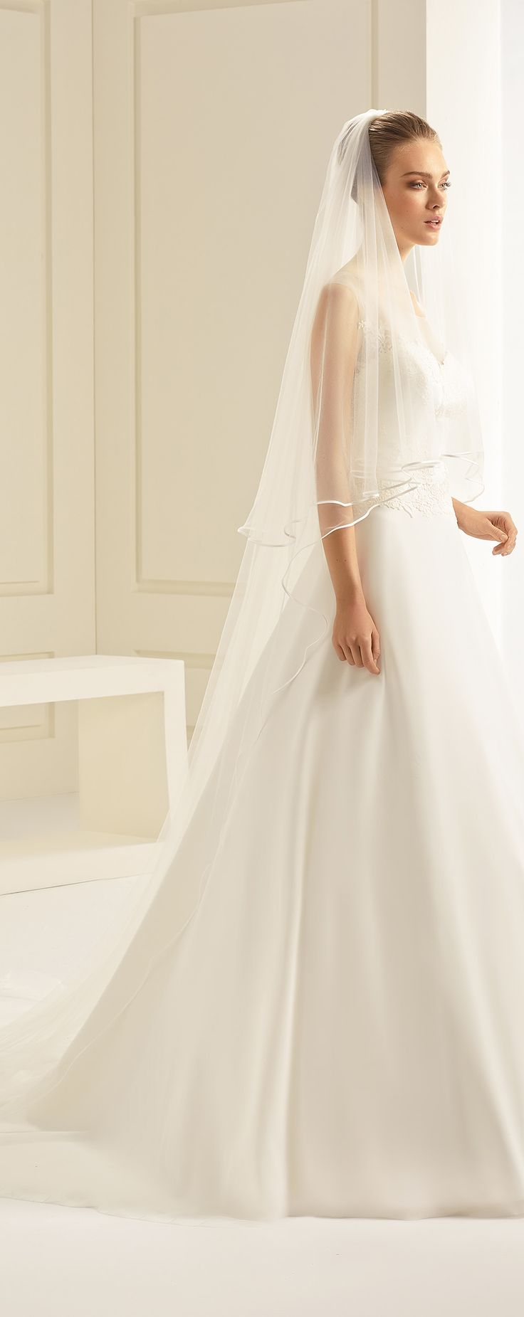 Veil S241 from Bianco Evento #collection2018 #newcollection #biancoevento2018 #biancoevento #veil #bridalaccessories #weddingdress #bridalwear #weddingideas #bridetobe