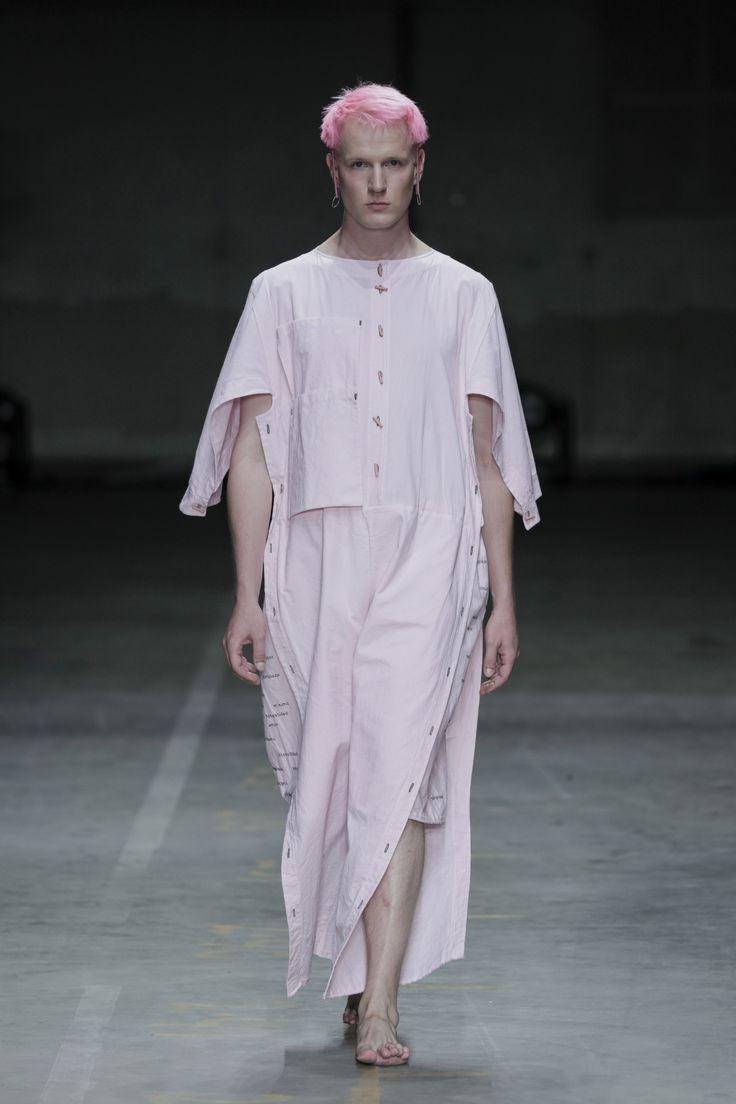 CHAIN - SS18 #fashionclash #fashionweek #natural #naturaldyeing #pink #desfiles #apron