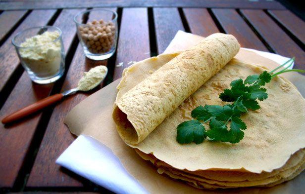 Crêpes végétaliennes et sans gluten à la farine de pois chiche et aux épices par Delphine:http://www.recettes-vegetales.fr/autres/42-crepes/156-crepes-a-la-farine-de-pois-chiche-vegan-sans-gluten-sans-oeufs-sans-lait.html