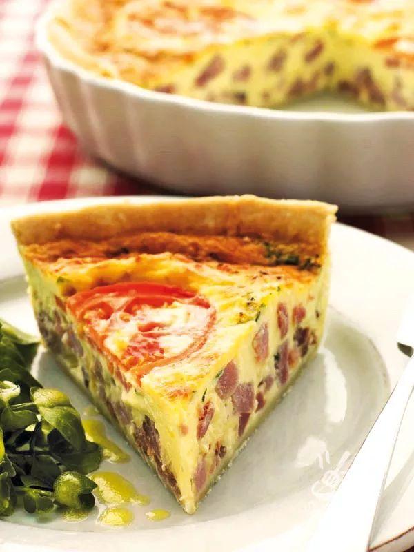 Torta salata con groviera e pancetta
