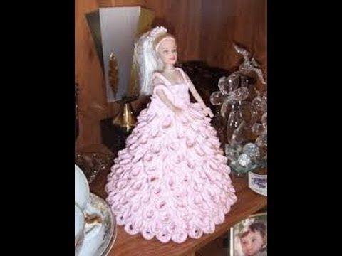 Vestido de barbie hecho con servilletas de papel