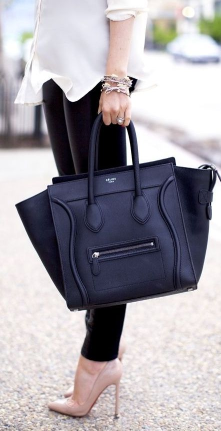What's your go-to work bag? We love a big, tote bag!