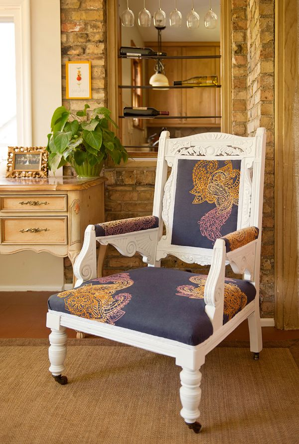 Embroidered Mendhika Chair from Urban ThreadsWooden Chairs, Furniture Makeovers, Embroidery Design, Upholstered Chairs, Antiques Chairs, Wood Frames, Vie Furniture, Machine Embroidery, Chairs Design