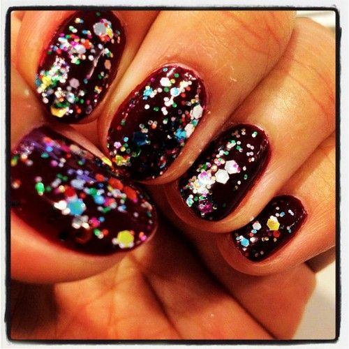 Senior Online Editor Danica Lo's dark glitter mani. #nails