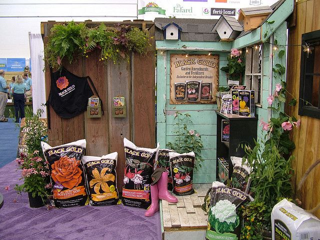 garden center displays photo | Independent Garden Center Display