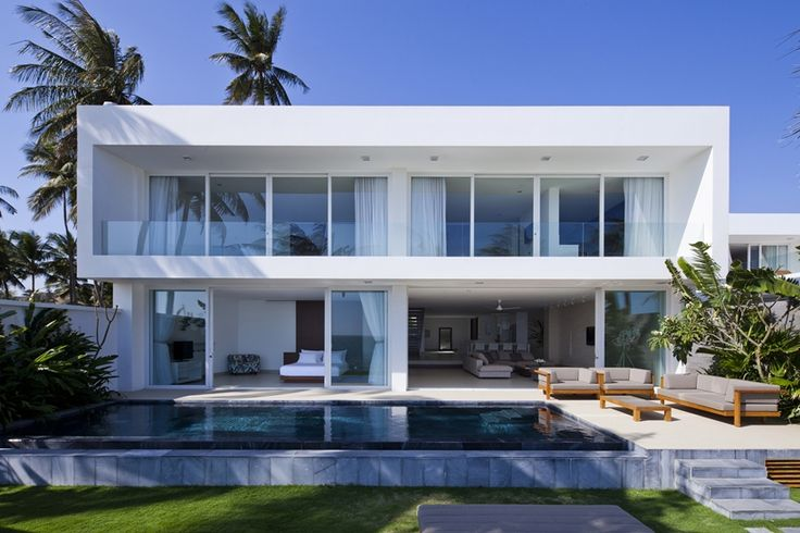 Oceanique Villas is newly built holiday resort located in Mũi Né, a coastal resort town in the Bình Thuận Province of the Southeast region of Vietnam. All buildings, including this stunning modern beach house, are designed by the Vietnam-based MM++ Architects.