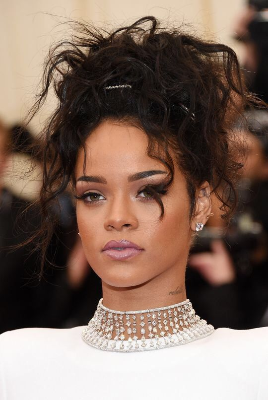 Rihanna's make up look