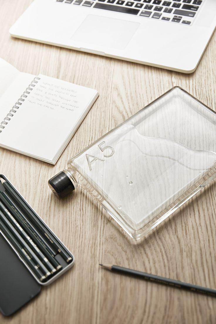 memobottle A5, passar perfekt i väskan med dator, pennor, block och böcker!  www.naboinsweden.se