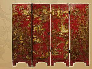 Китайская ширма декорирована золотым рисунком в двух тонах по красному лаковому фону. Около 1780 года.
